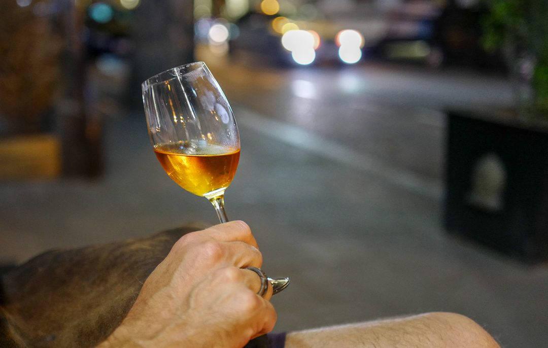 Tbilisi Georgia amberwine orangewine helleskitchenL1480394Tbilisi georgia amber wine helleskitchen 1080x686 - Vin og mat i Tbilisi – Georgias hovedstad