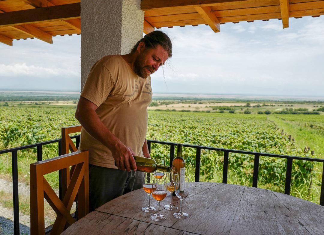 Tbilisi Georgia amberwine orangewine helleskitchenL1480455Tbilisi georgia amber wine helleskitchen 1080x785 - Georgia – landet der oransjevin har vært trendy i 8000 år