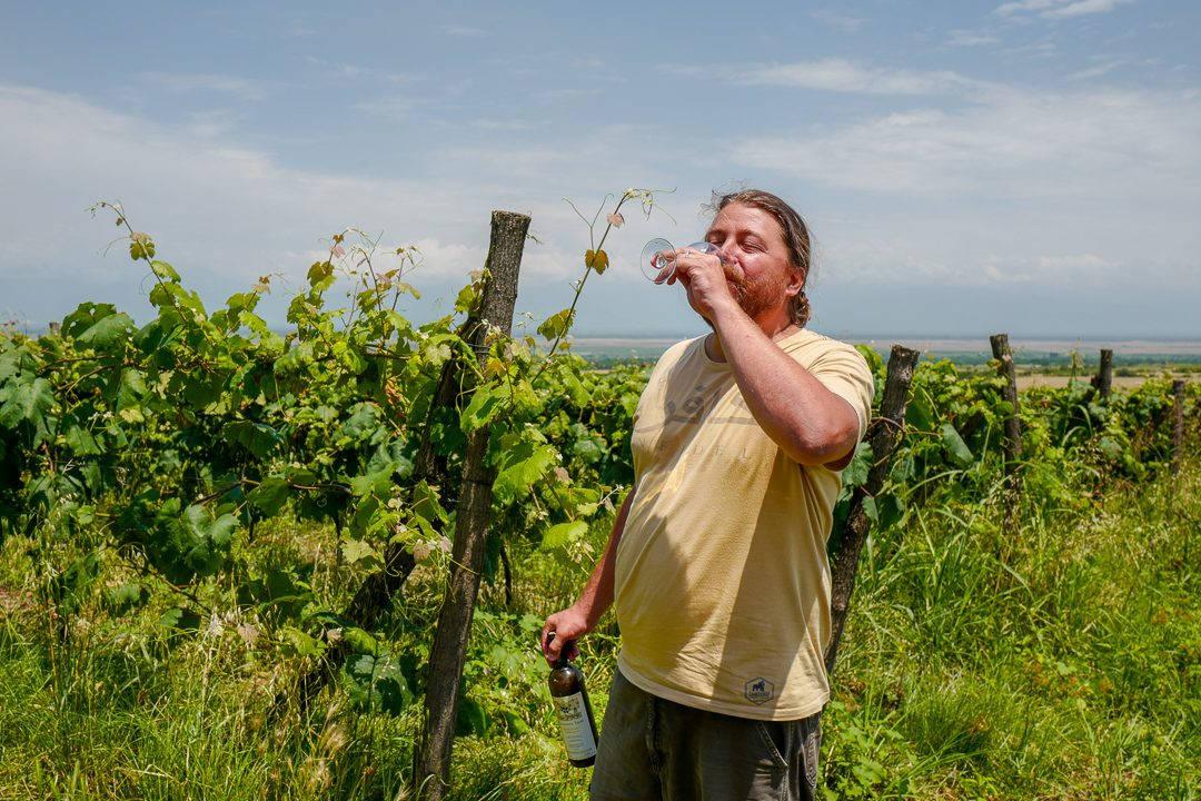 Tbilisi Georgia amberwine orangewine helleskitchenL1480461Tbilisi georgia amber wine helleskitchen 1080x720 - Georgia – landet der oransjevin har vært trendy i 8000 år