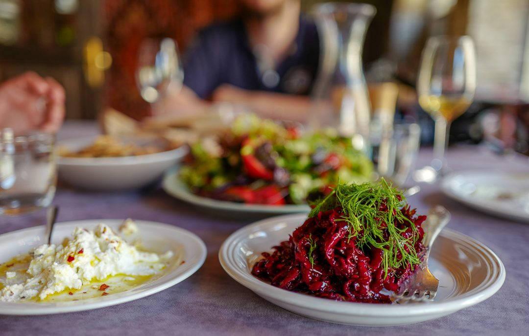 Tbilisi Georgia amberwine orangewine helleskitchenL1480484Tbilisi georgia amber wine helleskitchen 1080x687 - Georgia – landet der oransjevin har vært trendy i 8000 år