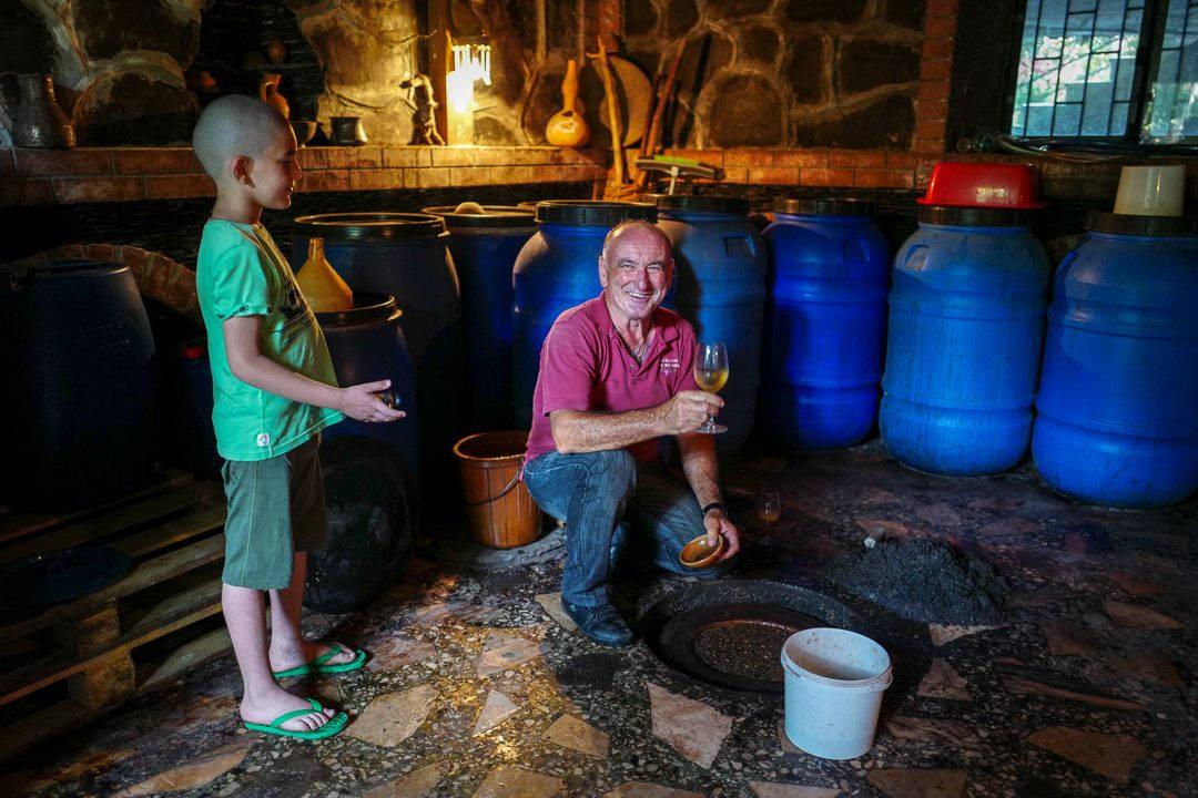 Tbilisi Georgia amberwine orangewine helleskitchenL1480552Tbilisi georgia amber wine helleskitchen 1080x720 - Georgia – landet der oransjevin har vært trendy i 8000 år