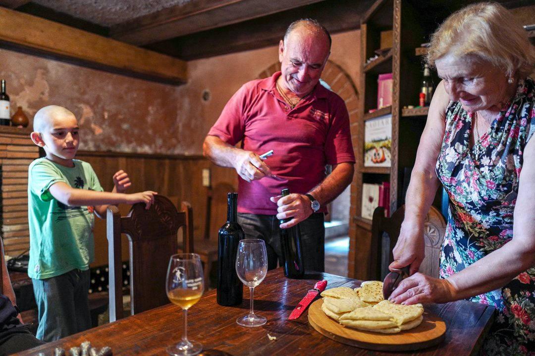 Tbilisi Georgia amberwine orangewine helleskitchenL1480563Tbilisi georgia amber wine helleskitchen 1080x720 - Georgia – landet der oransjevin har vært trendy i 8000 år