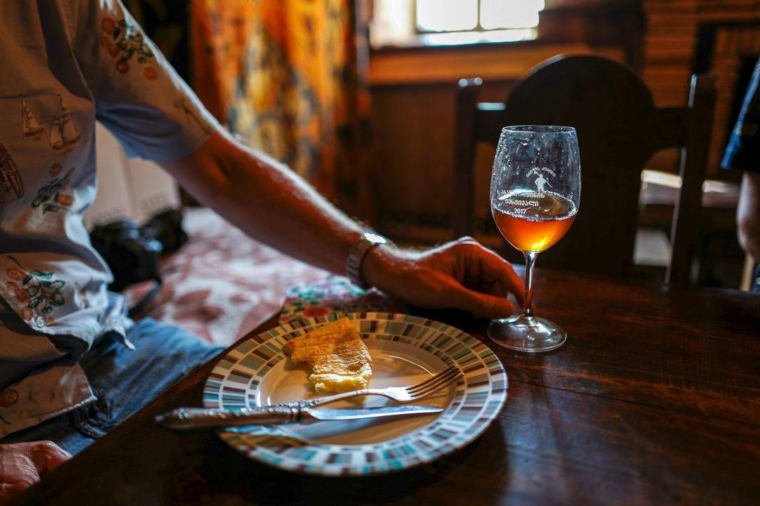 Tbilisi Georgia amberwine orangewine helleskitchenL1480566Tbilisi georgia amber wine helleskitchen 1080x720 - Georgia – landet der oransjevin har vært trendy i 8000 år