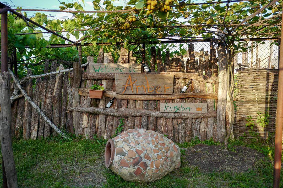 Tbilisi Georgia amberwine orangewine helleskitchenL1480597Tbilisi georgia amber wine helleskitchen 1080x720 - Georgia – landet der oransjevin har vært trendy i 8000 år