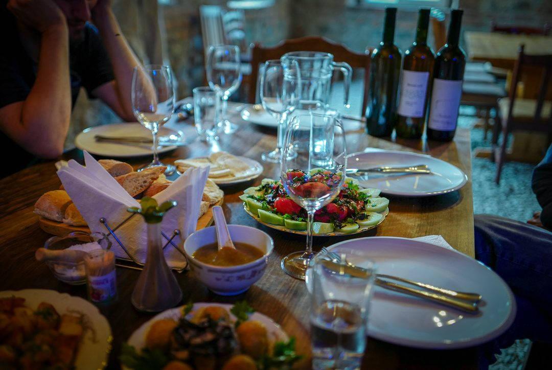 Tbilisi Georgia amberwine orangewine helleskitchenL1480617Tbilisi georgia amber wine helleskitchen 1080x724 - Georgia – landet der oransjevin har vært trendy i 8000 år