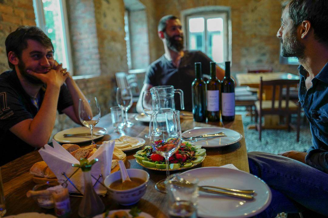 Tbilisi Georgia amberwine orangewine helleskitchenL1480618Tbilisi georgia amber wine helleskitchen 1080x720 - Georgia – landet der oransjevin har vært trendy i 8000 år