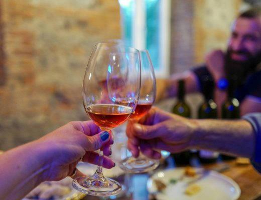 Tbilisi Georgia amberwine orangewine helleskitchenL1480636Tbilisi georgia amber wine helleskitchen 520x400 - Georgia – landet der oransjevin har vært trendy i 8000 år