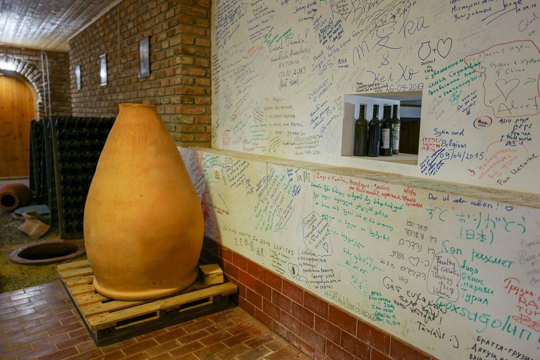 Tbilisi Georgia amberwine orangewine helleskitchenL1480671Tbilisi georgia amber wine helleskitchen 1080x720 - Georgia – landet der oransjevin har vært trendy i 8000 år