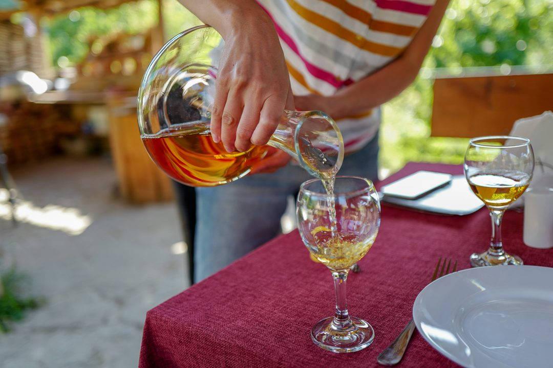 Tbilisi Georgia amberwine orangewine helleskitchenL1480773Tbilisi georgia amber wine helleskitchen 1080x720 - Georgia – landet der oransjevin har vært trendy i 8000 år