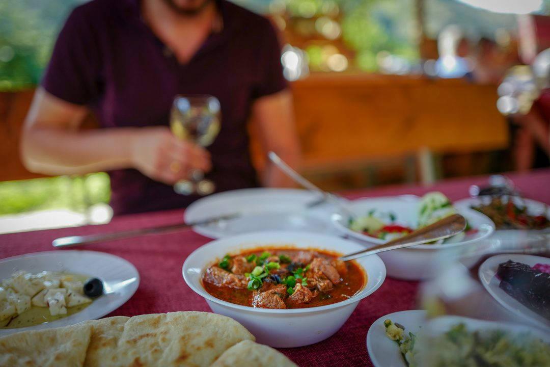 Tbilisi Georgia amberwine orangewine helleskitchenL1480779Tbilisi georgia amber wine helleskitchen 1080x720 - Georgia – landet der oransjevin har vært trendy i 8000 år